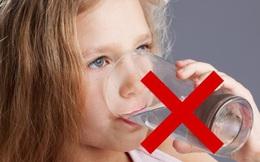 Uống nhiều nước tốt cho cơ thể, tuy nhiên có hai mốc thời gian trong ngày cần đặc biệt lưu ý: Vào thời điểm này uống nước càng ít càng tốt