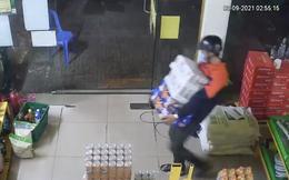 CLIP: Đột nhập Bách Hóa Xanh ở TP HCM trộm 7 thùng bia cùng nhiều tài sản