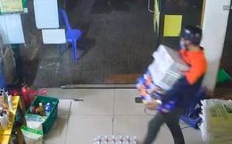 TP.HCM: Bắt thanh niên cắt khoá, lấy trộm 7 thùng bia ở cửa hàng Bách Hoá Xanh giữa mùa dịch Covid-19