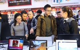 """Doanh số máy tính bảng, laptop… tăng phi mã mùa """"tựu trường"""" online: FPT Shop, CellphoneS, Digiworld dù hưởng lợi vẫn bị gặp khó khăn về vận chuyển"""