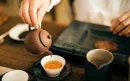 """Nước trà tốt nhưng đừng uống một cách """"mù quáng"""": Bác sĩ khuyên uống 2 loại trà này càng ít càng tốt, vừa hại thận lại dễ mắc bệnh ung thư!"""