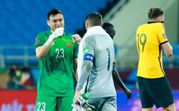 Đặng Văn Lâm hạnh phúc khi được thủ môn Australia tặng áo đấu