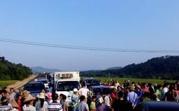 Dân chặn cao tốc Nội Bài - Lào Cai đòi nợ đơn vị thi công