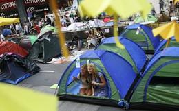 Hong Kong hút khách du lịch mùa... biểu tình
