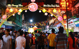 Chợ đêm Hà Nội: Mức phí sử dụng chỗ ngồi kinh doanh trên vỉa hè là 70.000 đồng/m2