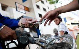 'Giá thế giới càng giảm, doanh nghiệp xăng dầu càng chết dở'