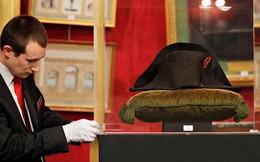 Bán đấu giá chiếc mũ nhọn độc đáo của Hoàng đế Napoleon