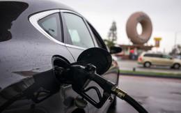 Giá dầu xuyên thủng mốc 50 USD: Liệu có quá nhiều?