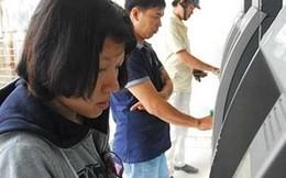 Bức xúc phí ATM 'móc túi' khách hàng