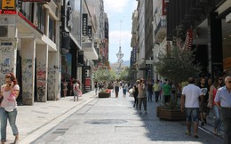 """Khủng hoảng Hy Lạp đã """"tàn phá"""" khu phố giàu có nhất Athens như thế nào?"""