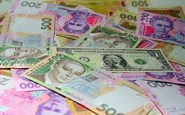 Người dân Ukraine đổ xô đi bán đồng nội tệ hryvnia để mua USD