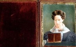 """Bí mật thú vị về bức tranh """"ngực trần"""" đầu tiên trong lịch sử"""
