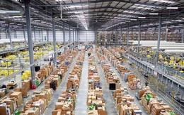 """""""Dạo quanh"""" công xưởng đóng gói hàng hóa của Amazon dịp Black Friday"""