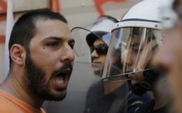 9 bức ảnh cho thấy sự hỗn loạn tại Hy Lạp lúc này