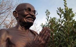 Mahatma Gandhi: Hãy thay đổi rồi bạn sẽ thấy kết quả
