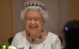 Lãnh đạo cao cấp thế giới khiến nữ hoàng Elizabeth II chờ trong buổi tiệc