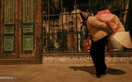 Chùm ảnh: Đêm đông lạnh lẽo của người già trên phố Hà Nội