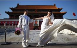 """Bỏ chính sách 1 con, Trung Quốc có cần dạy giới trẻ cách """"quan hệ""""?"""