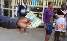 Vì sao 'tỷ phú' Zimbabwe không thích đổi tiền?