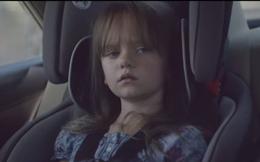 Con bạn ở phía sau, chớ lướt Facebook khi lái xe bạn nhé!