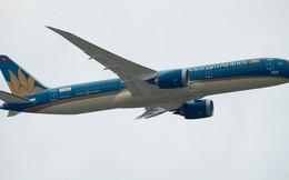 Boeing của Vietnam Airlines cất cánh thẳng đứng, gây ấn tượng tại Paris