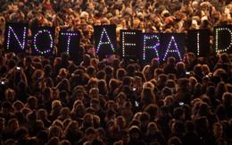 Nhiều người Paris thiệt mạng vì họ 'không bỏ rơi nhau'