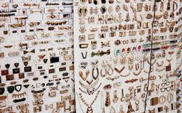 """Dạo quanh chợ phụ liệu Sài Gòn, khám phá """"bí mật"""" của các shop online"""