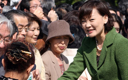 Đệ nhất phu nhân Nhật Bản: Thích facebook, uống rượu và có thể sai ông Shinzo Abe... đổ rác