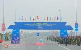Người dân đổ xô đi xem khánh thành cầu Nhật Tân, đường Võ Nguyên Giáp