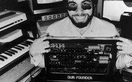 Đồng sáng lập Apple từng ngồi tù vì chế tạo bom giả