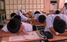 Vất vả như học sinh Hàn Quốc: Đi học từ sáng sớm, về nhà lúc 11 giờ đêm