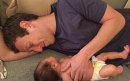 Lộ ảnh Mark Zuckerberg nằm dài chơi đùa cùng con gái yêu