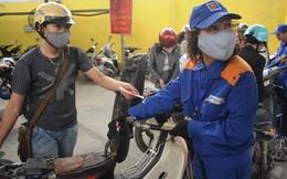 Không giảm giá xăng, người tiêu dùng lại chịu thiệt