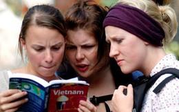 """Du khách ngoại quốc """"mách"""" nhau điều gì khi đến Hà Nội?"""
