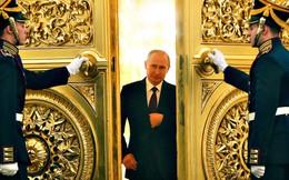 Sinh nhật tuổi 63 bão táp của ông Putin