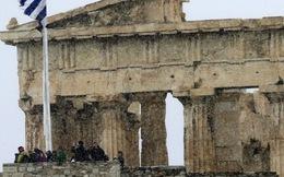 """Người Hy Lạp đang tự """"đào mồ chôn mình""""?"""
