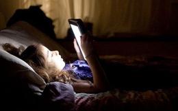 [Video] Tác hại của việc sử dụng điện thoại trước khi đi ngủ