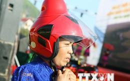 Mũ bảo hiểm phụ nữ dân tộc: Thế giới chưa có thiết kế lạ này!