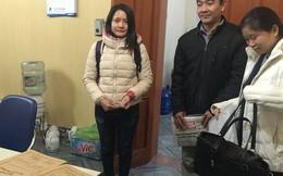 Người nộp hồ sơ thi công chức khóc nức nở trước phòng nội vụ
