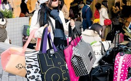 Túi xách secondhand nói gì về kinh tế Nhật?