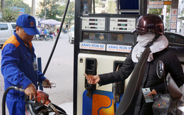 Giá xăng giảm sâu nhờ Bộ Tài chính thu hồi quyết định tăng thuế nhập khẩu xăng dầu