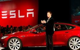 """Elon Musk đang """"giết chết"""" ngành dầu mỏ như thế nào"""