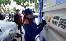 Giá xăng lại sắp giảm mạnh?