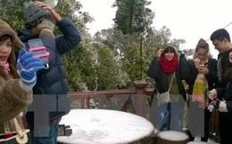 Du khách nườm nượp lên Vườn Quốc gia Ba Vì ngắm tuyết rơi
