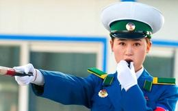 """Tiêu chuẩn cao ngất để trở thành """"cô gái giao thông"""" - biểu tượng của thủ đô Bình Nhưỡng"""