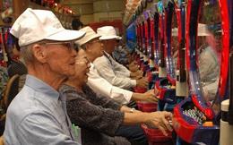 Tiền và quyền thuộc về người già Nhật Bản