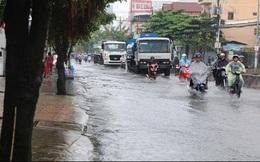 Sài Gòn mưa lớn sáng đầu tuần, một số khu vực bắt đầu ngập