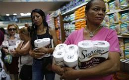 Cận cảnh dân Venezuela xếp hàng dài chờ mua thực phẩm
