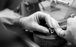 Đồng hồ đeo tay đắt giá nhất thế giới, gắn 874 viên kim cương, trải qua 25 công đoạn chế tác, nhưng thành phẩm cuối cùng thì...