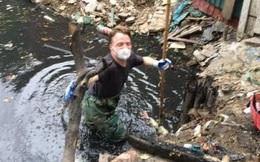 Ông Tây dọn kênh đen, nhặt rác, người Việt chỉ giỏi hô hào?